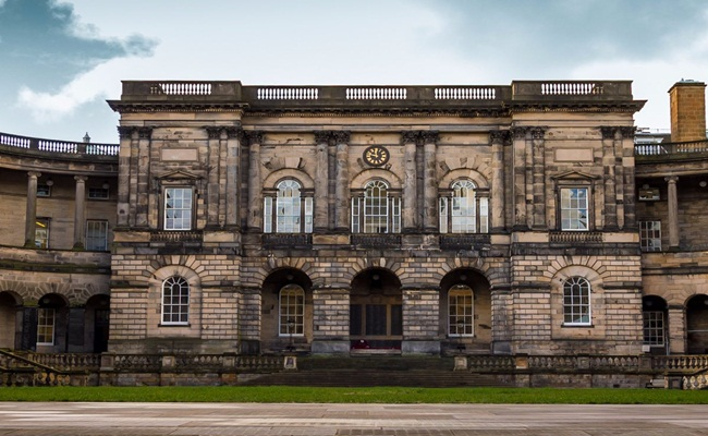 University of Edinburgh Foppe SmitShutterstock - [Eropa]14 Sekolah Hukum Terbaik