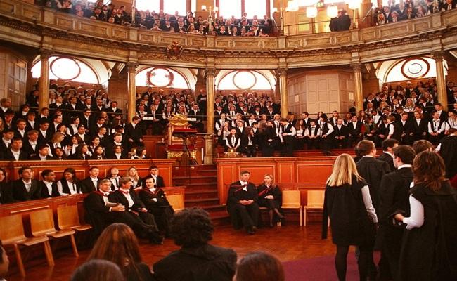University of Oxford Toby OrdCC 2.5 - [Eropa]14 Sekolah Hukum Terbaik